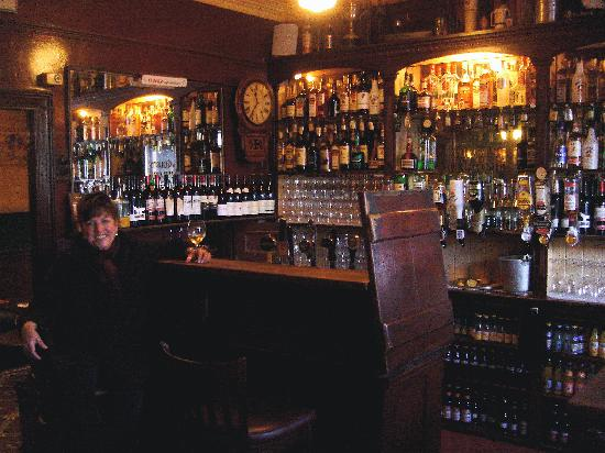 Kilrush, ไอร์แลนด์: One of the 2 vintage bars in Crotty's pub