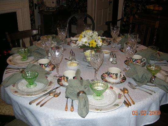 Manor of Time - A Bed and Breakfast: Breakfast Served on this Beautiful Table