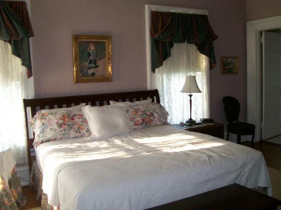 Taylor House Inn: our room - Joy