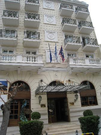 Hera Hotel: Hotel front