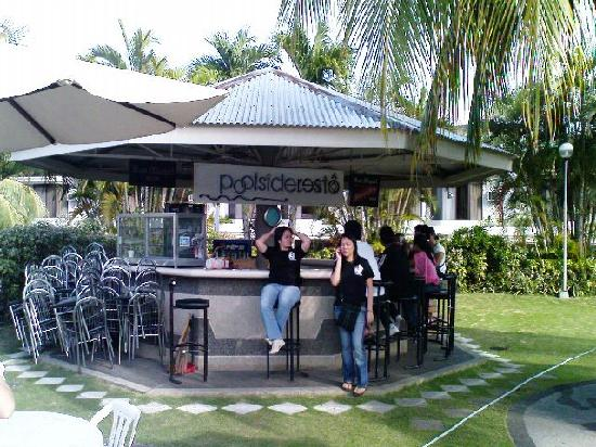 Linmarr Davao Hotels and Apartelles: Pool-side Bar
