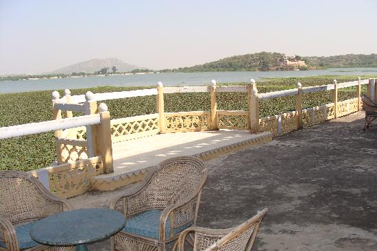 Phool Mahal Palace : terrace facing the lake