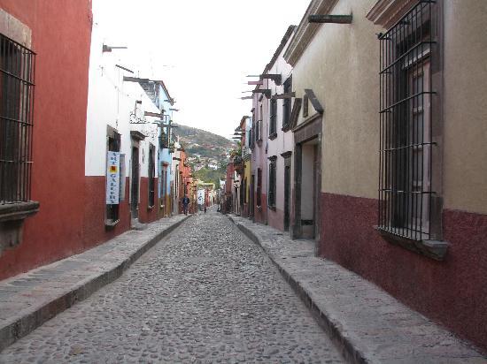 Hacienda El Santuario: local street
