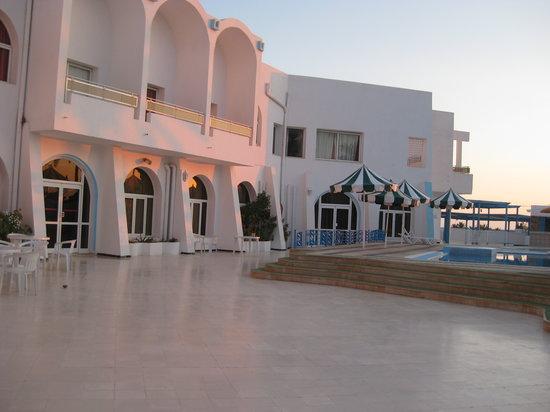 Aghir, Tunisia: autour de la piscine
