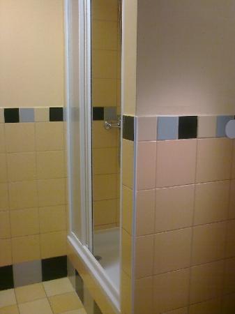 PLUS Prague: Shower