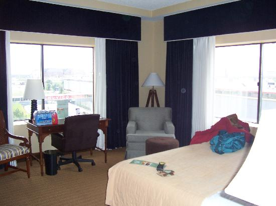 Doubletree by Hilton Chicago O'Hare Airport - Rosemont: Very Roomy and Great View!