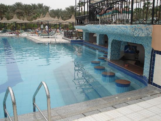 Giftun Azur Resort: bar dans l'eau
