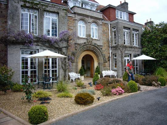 Longueville Manor : hotel entrance