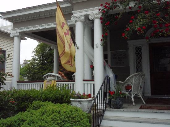 Glencoe Inn: Welcoming porch.