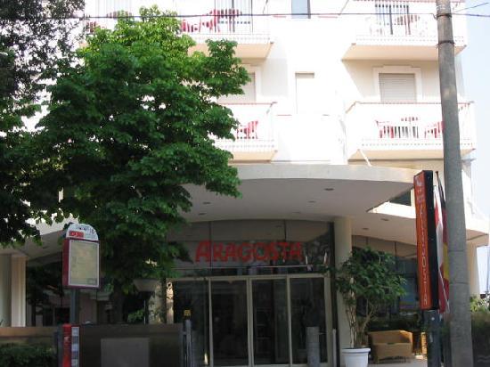 Hotel Aragosta: L'ingresso dal viale Regina Elena