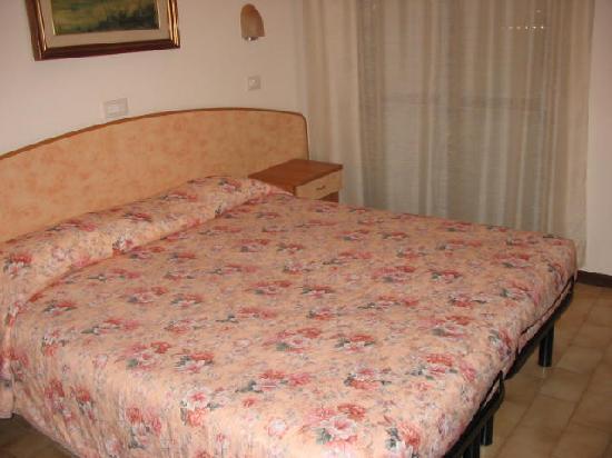 Hotel Aragosta: La camera vista dalla porta di ingresso