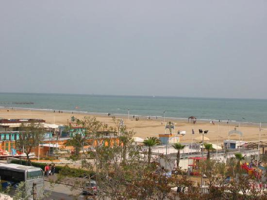 Hotel Aragosta: La spiaggia vista dal terrazzo