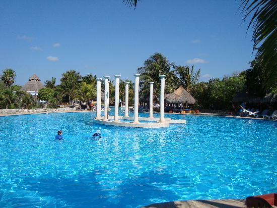 29 Amazing Very Big Swimming Pools Pixelmari Com