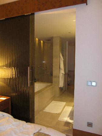 Grand Hyatt Doha Hotel & Villas: bathroom