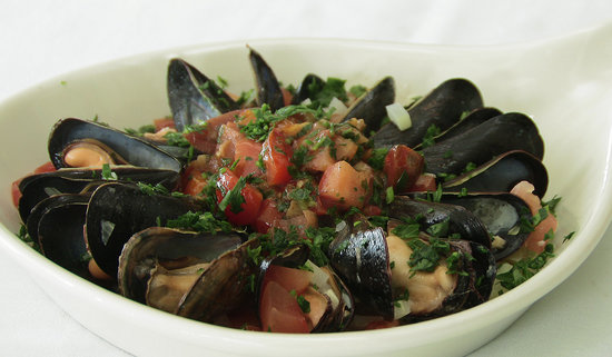 The Pilot House Restaurant & Lounge: My mussels were to die for delicious