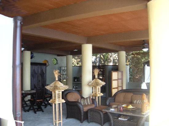 Casa Pericos: Living area - again, 2nd floor