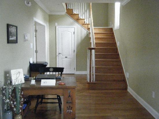Savannah Inn: Foyer