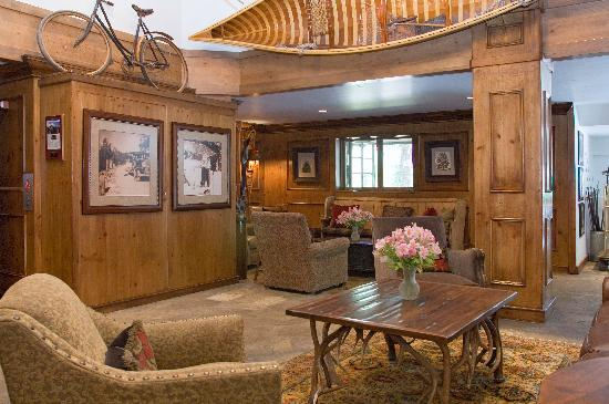 Vail Mountain Lodge: hotel lobby