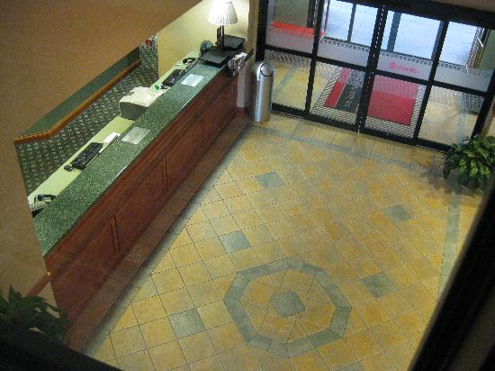 Hampton Inn Detroit/Belleville-Airport Area: Hotel lobby