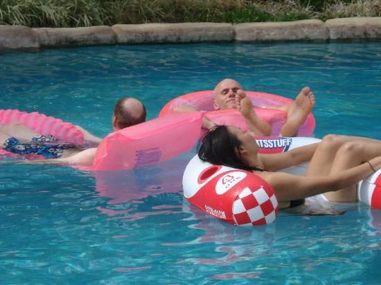 Villas Hermosas: pool lounging