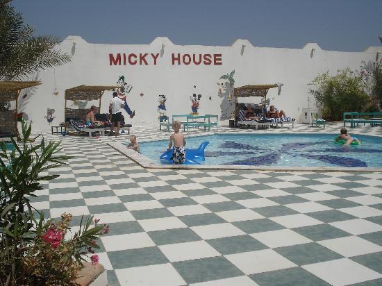 Bel Air Azur Resort : mini club piscine enfant