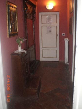 Al Tuscany B&B: hallway in suite