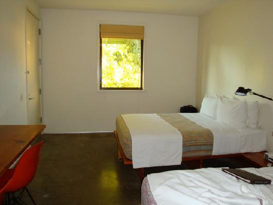 Minimalist hotel room picture of hotel san jose austin for Minimalist hotel