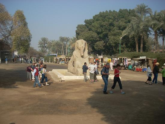 Giza Governorate, Egypten: The alabaster sphinx dominates the open air museum court.