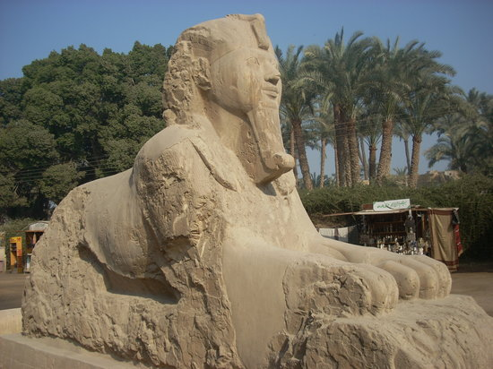 Giza Governorate, Egipt: A closer view of the alabaster sphinx