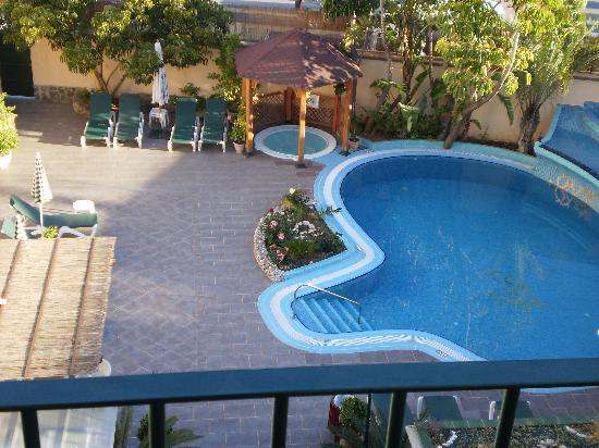 Hotel Nerja Princ: View of pool area
