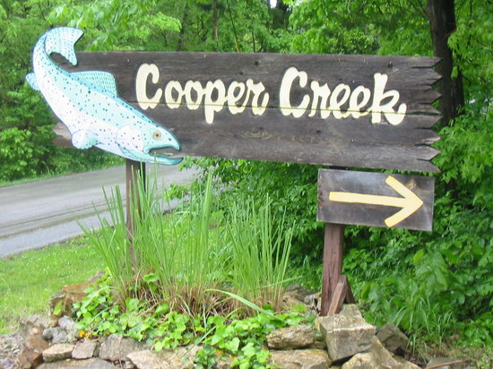 Cooper Creek Resort and RV Park: Entrance to Cooper Creek