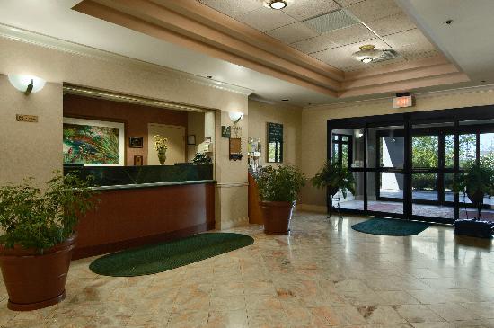 Days Inn & Suites Cedar Rapids: hotel picture