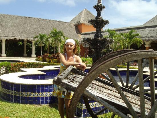 Grand Palladium Colonial Resort & Spa: devant le lobby de colonial