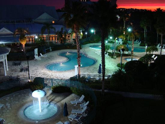 WorldMark Orlando - Kingstown Reef : Pool area at night