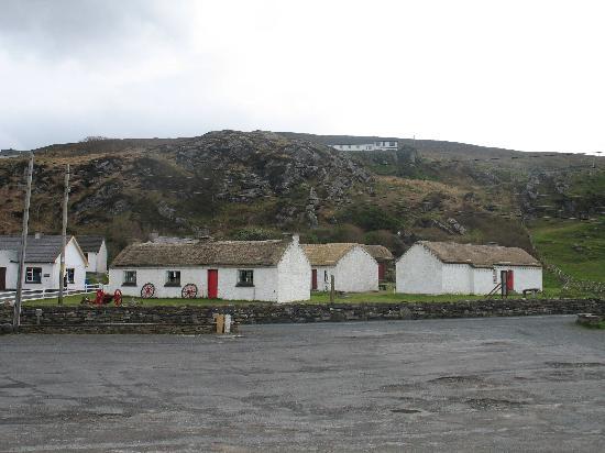 Glencolmcille Folk Village: Village
