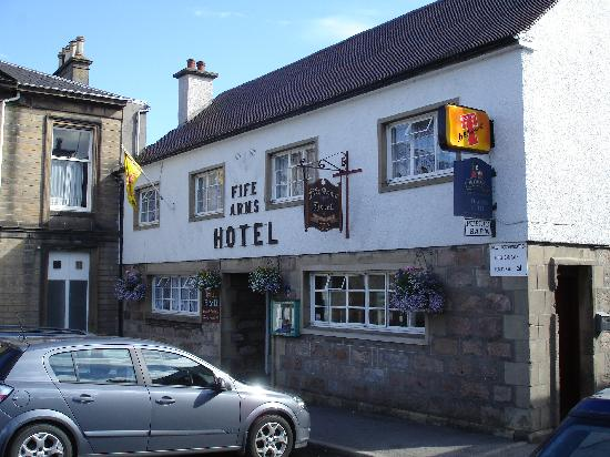 Fife Arms Hotel : Fife Arms in Dufftown main square