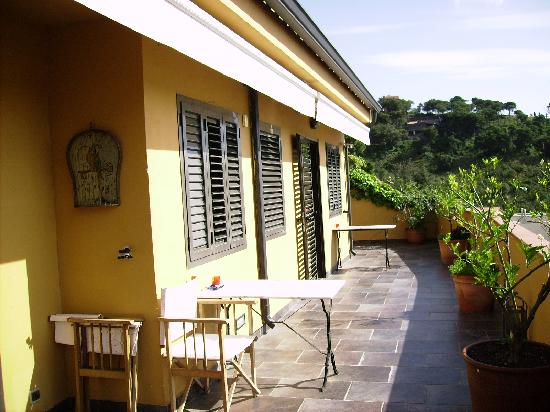 Anita's Bed & Breakfast: Terrasse du B&B
