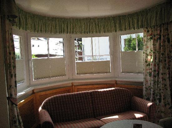Hotel Elite Seefeld : Our sitting room