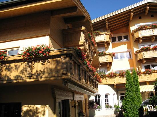 Hotel Elite Seefeld: Another shot of the hotel