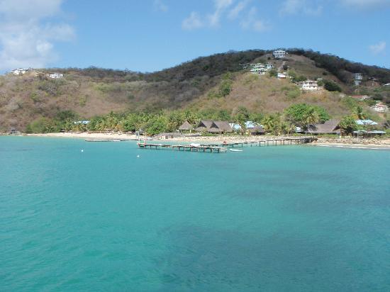 Tamarind Beach Hotel & Yacht Club: La baia e l'hotel sullo sfondo