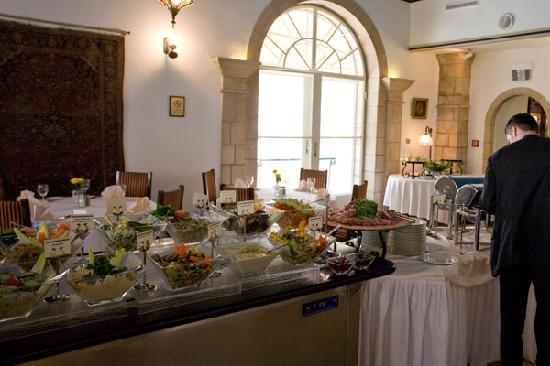 The Courtyard : Warm part of the buffet, from soup to main courses