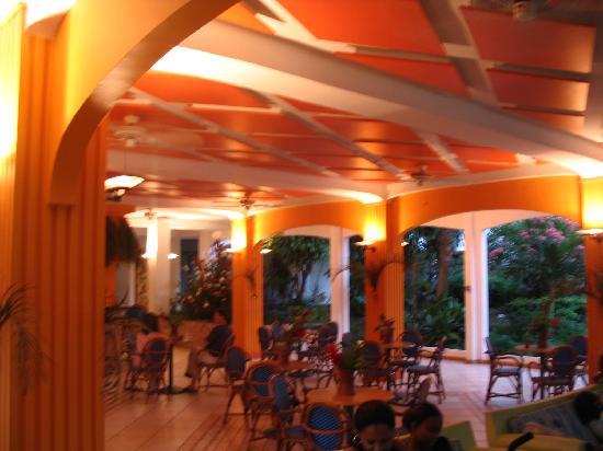 Hôtel La Pagerie : accueil et bar entrée