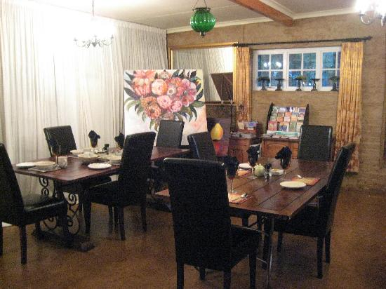 Forest Hall Guest House: The breakfast/dining room