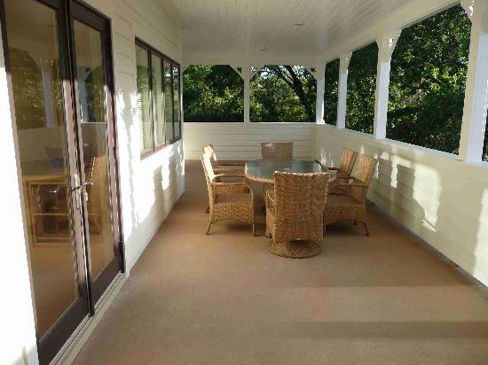 Auberge Sonoma: Porch in the canopy