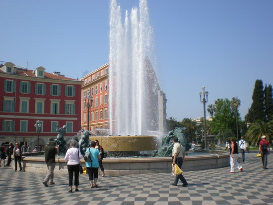 Nice, Frankrike: Place Massena fountains