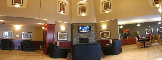 Lakeview Inns & Suites Fort Nelson: lobby was very nice