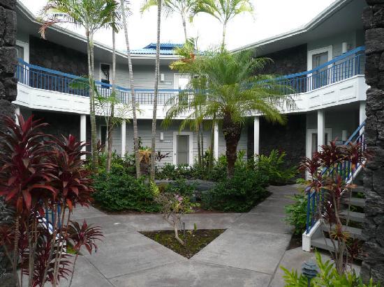 Wyndham Mauna Loa Village: melrose place?