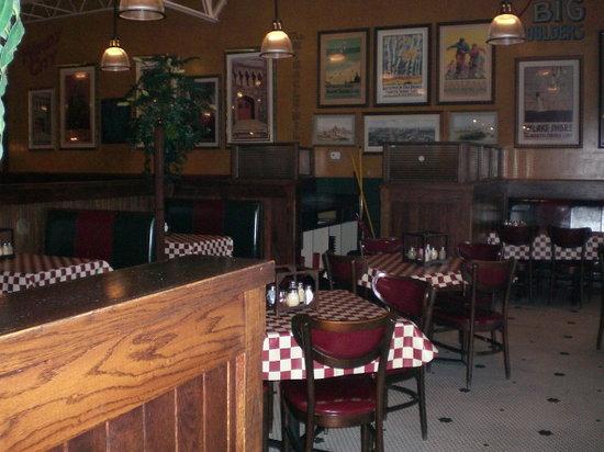 Giordano's : seating