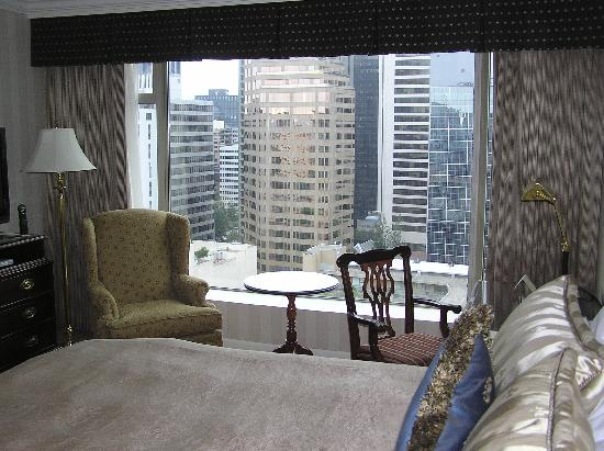 Sutton Place Hotel Vancouver: view from bed