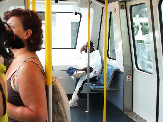 Metromover: linterno della carrozza